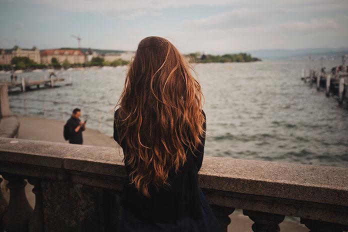 Jak przefarbować włosy z rudego na brąz?